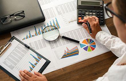 cuanto cobra un director financiero